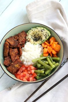 Tempeh Bowl www. Sushi Recipes, Veggie Recipes, Vegetarian Recipes, Dinner Recipes, Healthy Recipes, Poke Bowl, Tempeh, Vegan Dishes, Food Dishes