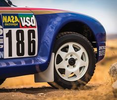 Undoubtedly one of the coolest Porsches in history, is the Paris-Dakar 959 race car of the Now, auction house RM Sothebys has announced that one of the three 1985 Paris-Dakar is going up for sale at their Anniversary sale. Rallye Paris Dakar, Porsche 924, Pretty Cars, Victoria, Offroad, Cars Motorcycles, Race Cars, Classic Cars, Racing