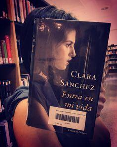 """Cada viernes """"Entra en mi vida"""" con un #bookfacefriday. #bookface"""