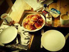 Frühstück für den Besten, klügsten und bewundernswertesten kleinen Menschen dieses Planeten - mein Bub! #pancakes #mini #ahornsirup #butter #kaffee #kakao #lecker #frühstück #bestersohn #liebe  #selfmade #foodporn #fertigkannjajede