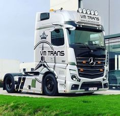 Mercedes Benz Commercial, Mb Truck, Customised Trucks, Mercedes Benz Trucks, Show Trucks, Mp5, Mv Agusta, Car Photos, Toyota