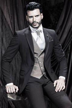 New Arrival One Button Black Groom Tuxedos Groomsmen Mens Wedding Suits Formal Dress (Jacket+Pants+Vest+Tie) NO:135