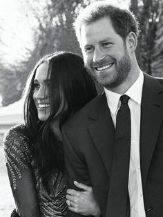Engagement Photos Meghan Markle Wore 3 Trends in Her Official Engagement Photos With Harry via - Kensington Palace has released the official engagement portraits of Prince Harry and Meghan Markle. Formal Engagement Photos, Engagement Photo Poses, Royal Engagement, Engagement Photo Inspiration, Engagement Pictures, Engagement Shoots, Country Engagement, Engagement Photography, Prinz Harry Meghan Markle