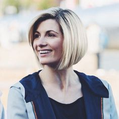 Love her hair Doctor Who, 13th Doctor, Pretty Hairstyles, Bob Hairstyles, Jodi Whittaker, Rose And The Doctor, New Haircuts, Pixie Haircuts, Dr Who