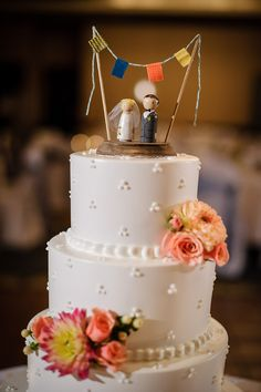 Wooden peg wedding cake toppers with a cute bunting /// Photo by Gray Photography via Project Wedding