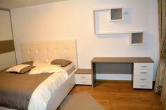 Mobila la comanda Bacau Yulmob  Dormitor Modern Pal U727ST22 si W1000ST22 etajera dublata Corner Desk, Bed, Furniture, Home Decor, Corner Table, Decoration Home, Stream Bed, Room Decor, Home Furnishings