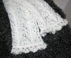 Lacestulpen weiß Brautstulpen crochet fingerless gloves Handstulpen zart von Handmade Erzgebirge auf DaWanda.com Wishful Thinking, Fingerless Gloves, Mittens, Knits, Arts And Crafts, Couture, Etsy, Knitting, Crochet
