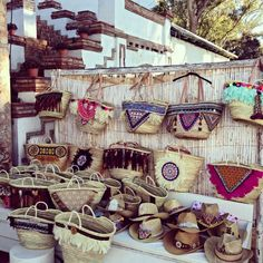 Pin by Ticha& Anthichz on Diy& Ibiza, Mode Hippie, Diy Clutch, Weaving Projects, Boho Bags, Basket Bag, Knitted Bags, Handmade Bags, Straw Bag