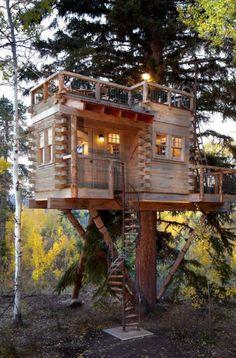 37 Kids Treehouse Design Ideas | Sebring Design Build Backyard Treehouse, Treehouse Ideas, Building A Treehouse, Beautiful Tree Houses, Cool Tree Houses, Kids Tree Forts, Home Design Decor, Design Ideas, Tree House Plans