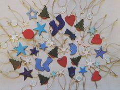 #figurine #ceramica #glazura  #decoratiuni #Crăciun #Christmas #decorations #ceramic #glaze Glaze, Christmas Decorations, Instagram, Enamel, Christmas Decor, Ornaments, Christmas Baubles, Enamels, Christmas Tables