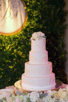 Stunning ivory detailed wedding cake | Kristine Foley Photography