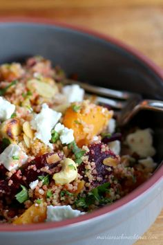 Couscous-Salat mit Kürbis und Roter Bete — Maria, es schmeckt mir! Couscous Recipes, Veggie Recipes, Vegetarian Recipes, Healthy Recipes, Food To Go, Food And Drink, Special Recipes, Winter Food, Lunches And Dinners