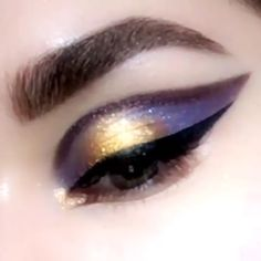 Dark Galaxy Wing Lidschatten This is gorgeous! shadow makeup video makeup shadow colors galaxy color – Das schönste Make-up Dark Galaxy Wing Lidschatten This is gorgeous Makeup Eye Looks, Eye Makeup Art, Colorful Eye Makeup, Cute Makeup, Makeup Inspo, Eyeshadow Makeup, Makeup Cosmetics, Makeup Inspiration, Gold Makeup