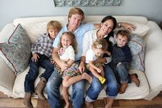 """Chip and Joanna """"JoJo"""" Gaines are familiar names in millions of households, because of their popular HGTV show Fixer Upper. Estilo Joanna Gaines, Joanna Gaines Family, Jojo Gaines, Joanna Gaines Style, Chip And Joanna Gaines, Joanna Gaines Farmhouse, Magnolia Store, Magnolia Mom, Magnolia Farms"""