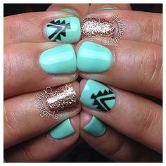 Gel manicure ideas for short nails glitter ring finger Ideas Get Nails, Fancy Nails, Love Nails, How To Do Nails, Pretty Nails, Western Nails, Aztec Nails, Aztec Nail Art, Nagel Gel