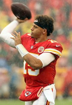 PATRICK MAHOMES II is back in NFL action for the Kansas City Chiefs on Sunday and Express Sport is on hand to bring you the details of his net worth. Kc Football, Oregon Ducks Football, Notre Dame Football, American Football, Football Jerseys, Kansas City Nfl, Kansas City Chiefs Football, Justin Houston, Wwe Girls
