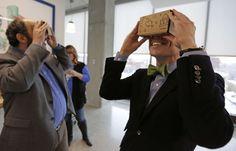Le casque de réalité virtuelle en carton de Google, Cardboard, coûte moins de 20 euros.