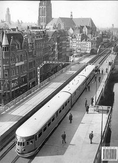 Station Beurs - stroomlijnmateriaal DE3 Rotterdam, Utrecht, Old Pictures, Old Photos, Dutch Netherlands, Trains, Railroad History, City Maps, Eindhoven