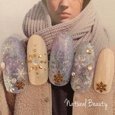 naturalbeauty #winternails #snowflakes