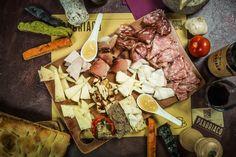Un tagliere ricco di specialità, per chi ama i #formaggi toscani abbinati con deliziose confetture e miele, senza rinunciare alla bontà dei #salumi!