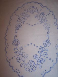 Embroidery Neck Designs, Embroidery Dress, Embroidery Stitches, Embroidery Patterns, Sketch 4, Hungarian Embroidery, Arts And Crafts, Diy Crafts, Needlework