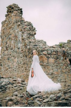 Enchanting bridal shoot at a mediaeval bishop´s castle embedded in pristine nature of Finland. Photo: Petra Veikkola - www.hochzeitsguide.com