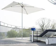 Nowoczesna parasol, który doskonale pasuje do mebli ogrodowych conmoto z hpl. Odporność, łatwość obsługi oraz bezpieczeństwo to główne atrybuty tego kształtnego parasola.