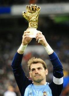 Siempre serás mi héroe - Iker Casillas.Te merecías 500000 guantes de oro. TE queremos nuestro eterno capiiii