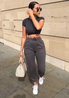 Gray sports pants and black top Grey sport pants and black top Gray sports pants and black top Cute Lazy Outfits, Chill Outfits, Sporty Outfits, Swag Outfits, Mode Outfits, Stylish Outfits, Fashion Outfits, Fashion Ideas, Modest Fashion