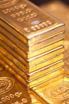 A Short Gold Guide For gold bullion investing Gold Bullion Bars, Silver Bullion, Gold Everything, Gold Aesthetic, Gold Money, All That Glitters, Mellow Yellow, Gold Coins, Precious Metals