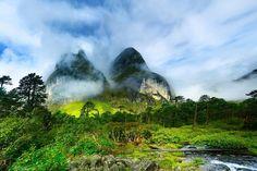 Nepal. Este lugar es una buenísima opción para aquellos viajeros que son conscientes de su presupuesto. Aquí, podrías disfrutar de sus rutas de senderismo mundialmente famosas; así como de su asombrosa vida silvestre, de acuerdo con el portal de las guías de viaje Lonely Planet, donde también se compartieron los siguientes tres datos. - Foto: flickr.com/dhilung/8298832207/