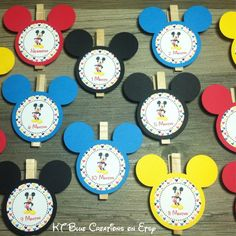 Welcome to KT Blue Creations!  Please be sure to check my SHOP ANNOUNCEMENT for current production times & notifications.  You're viewing a listing for 13 Mickey Mouse Clubhouse theme photo clips, Newborn through 1 Year! Each Mickey Mouse head measure 3.5 from ear to ear and is securely attached to a durable wooden clothespin. Attach to your own string or banner to hold your babys photos. Such an adorable way to display monthly milestone pictures at your little ones first birthday…