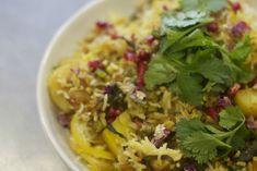 SHAHI BIRYANI WITH FENUGREEK AND SEASONAL VEGETABLES Vegetarian Biryani, Vegetarian Rice Dishes, Veg Biryani, Tasty Dishes, Curry Spices, Indian Food Recipes, Ethnic Recipes, Biryani Recipe, Vegetable Seasoning