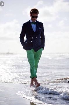 How to wear green pants men casual 49 New ideas Green Pants Men, Green Chinos, Mint Pants, Gentleman Mode, Gentleman Style, Preppy Mode, Preppy Style, Looks Style, Looks Cool