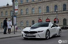 BMW i8 Crystal White