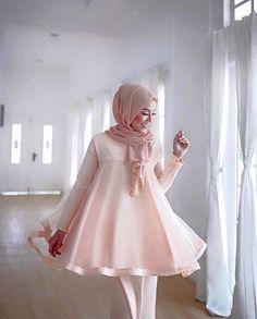 #Malaysia New Baju Kurung : KURUNG BABY DOLL  #BABY #Baju #BajuKurung #BajuKurungModen Chic Outfits, Dress Outfits, Fashion Dresses, Fashion Clothes, Modest Dresses, Maternity Dresses, Dress Brokat Modern, Kurung Peplum, Choice Fashion