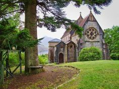Church, The Highlands, Scotland - I would love to see this Oh The Places You'll Go, Places To Travel, Places To Visit, Beautiful Buildings, Beautiful Places, Beautiful Roads, Ben Nevis, Old Churches, Thinking Day