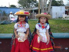 Traje tipico del estado de Michoacan,Mexico