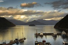 Chill-out on Picton's picturesque foreshore with mini golf, children's playground and marina or browse this historic port town's cafes, galleries and shops.
