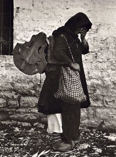 Early Photography in Albania - The Photo Collection of Fred Boissonnas Old Pictures, Old Photos, Vintage Photos, Black N White Images, Black And White, Greek Traditional Dress, Greece Photography, Greek History, Frederic