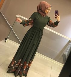 Image may contain: 1 person, standing Modern Hijab Fashion, Abaya Fashion, Muslim Fashion, Modest Fashion, Hijab Dress Party, Hijab Outfit, Hijab Style, Hijab Chic, Eid Outfits