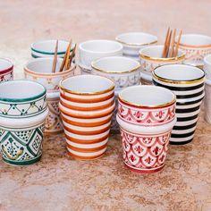 Minimalist House Design, Minimalist Home, Ceramic Decor, Ceramic Art, Table Atelier, Chabi Chic, Morrocan Decor, Painted Plant Pots, Moroccan Design