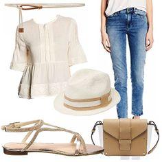 Outfit giorno sui toni del corda composto da una maglia di mussola con inserti macramè abbinati a jeans slim e cintura in corda e cuoio. Sandalo sparkly, tracolla e panama danno carattere al look.