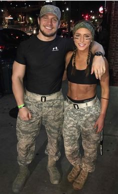 150 DIY Last Minute Halloween Costumes Ideas - Hike n Dip Have you been really busy and couldn't find out your Halloween Costume? No worries, here are the easiest DIY Last Minute Halloween Costumes Ideas. Cool Couple Halloween Costumes, Couples Halloween, Halloween Outfits, Army Girl Halloween Costume, Sexy Couples Costumes, Halloween 2019, College Couple Costumes, Sexy Army Costume, Last Minute Couples Costumes