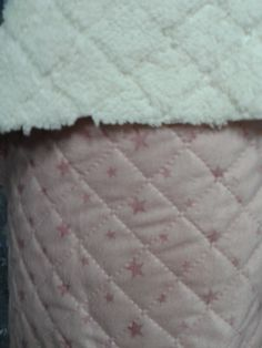 Telas acolchadas con pelito muy suave y calentitas Home Decor, Scrappy Quilts, Store, Fabrics, Tejidos, Decoration Home, Room Decor, Home Interior Design