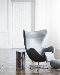 The egg chair is one of a unique chair design from Arne Jacobsen. Canapé Design, Deco Design, Chair Design, Furniture Design, Interior Design, Room Interior, Ikea Chair, Diy Chair, Eames Chairs