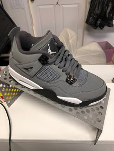Jordan Shoes Girls, Girls Shoes, Jordan Shoes Wallpaper, Zapatillas Jordan Retro, Cute Sneakers, Shoes Sneakers, Nike Air Shoes, Aesthetic Shoes, Fresh Shoes