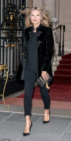 - Jacket Designs - Kate Moss exudes supermodel chic she steps out for Paris Fashion Week Feel sophisticated like Kate in a velvet Saint Laurent jacket Mature Fashion, Older Women Fashion, Moss Fashion, Paris Fashion, Fall Fashion, Abaya Fashion, Fashion Dresses, Kate Moss Style, Iranian Women Fashion