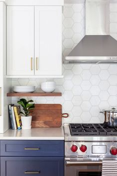 Designing a Small Kitchen For Entertaining - Decorology