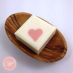 ❤️ Handmade with Love ❤️ . #coldprocesssoap #soap #seife #savon #handmadesoap #handmade #diy #handcrafted #handcraftedsoap #artisansoap #soapmaking #skincare #nothingisordinary #handmadewithlove #fraeuleinwinter